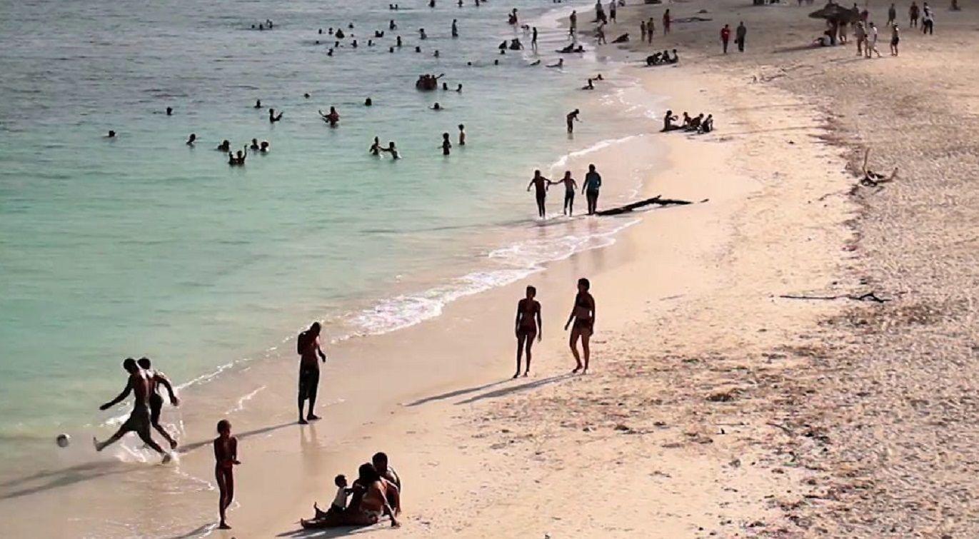 Un turista se bañaba de noche en una playa de Cuba y lo mató un tiburón