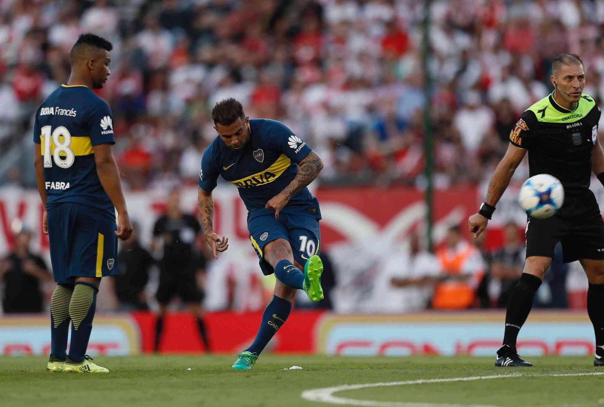 Cardona ya ejecutó un soberbio tiró que se convertirá en gol