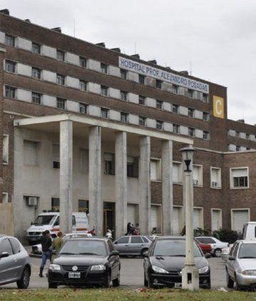 Una mujer murió tras caer de un octavo piso y sospechan que fue un femicidio
