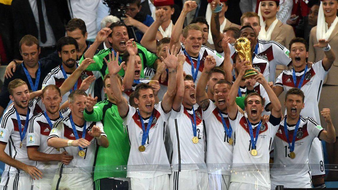 Muy confiados: los jugadores alemanes mostraron la nueva camiseta y ya se ven en la final