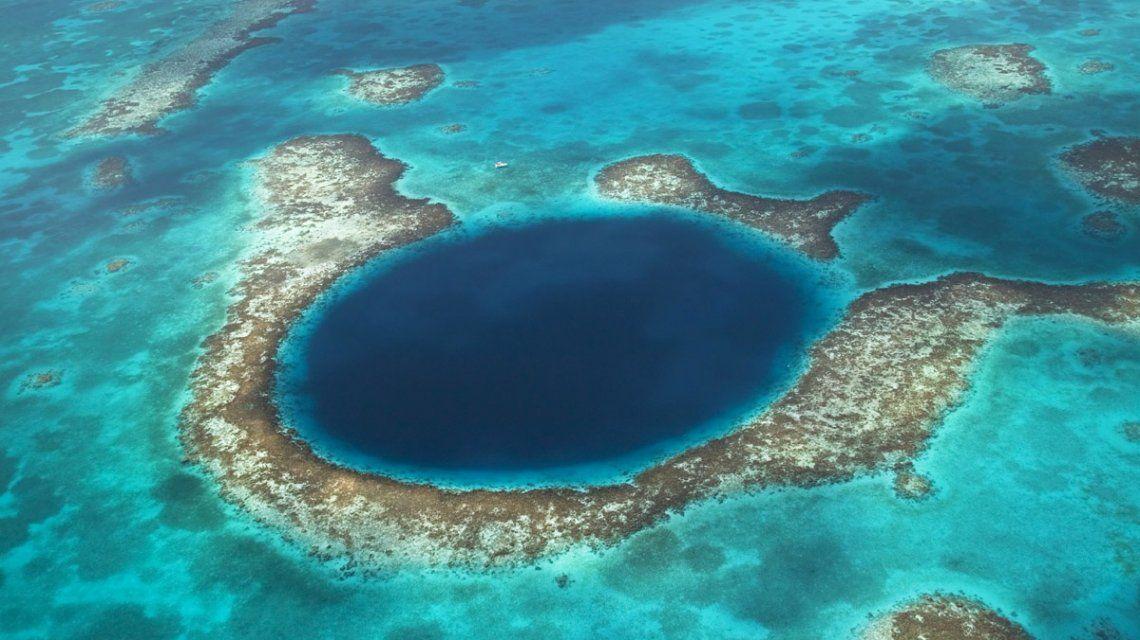 Revelan el secreto que oculta el misterioso agujero azul de la costa de Australia