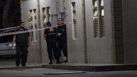Misterio en San Luis: hallaron muerto a un joven en el baño de una escuela