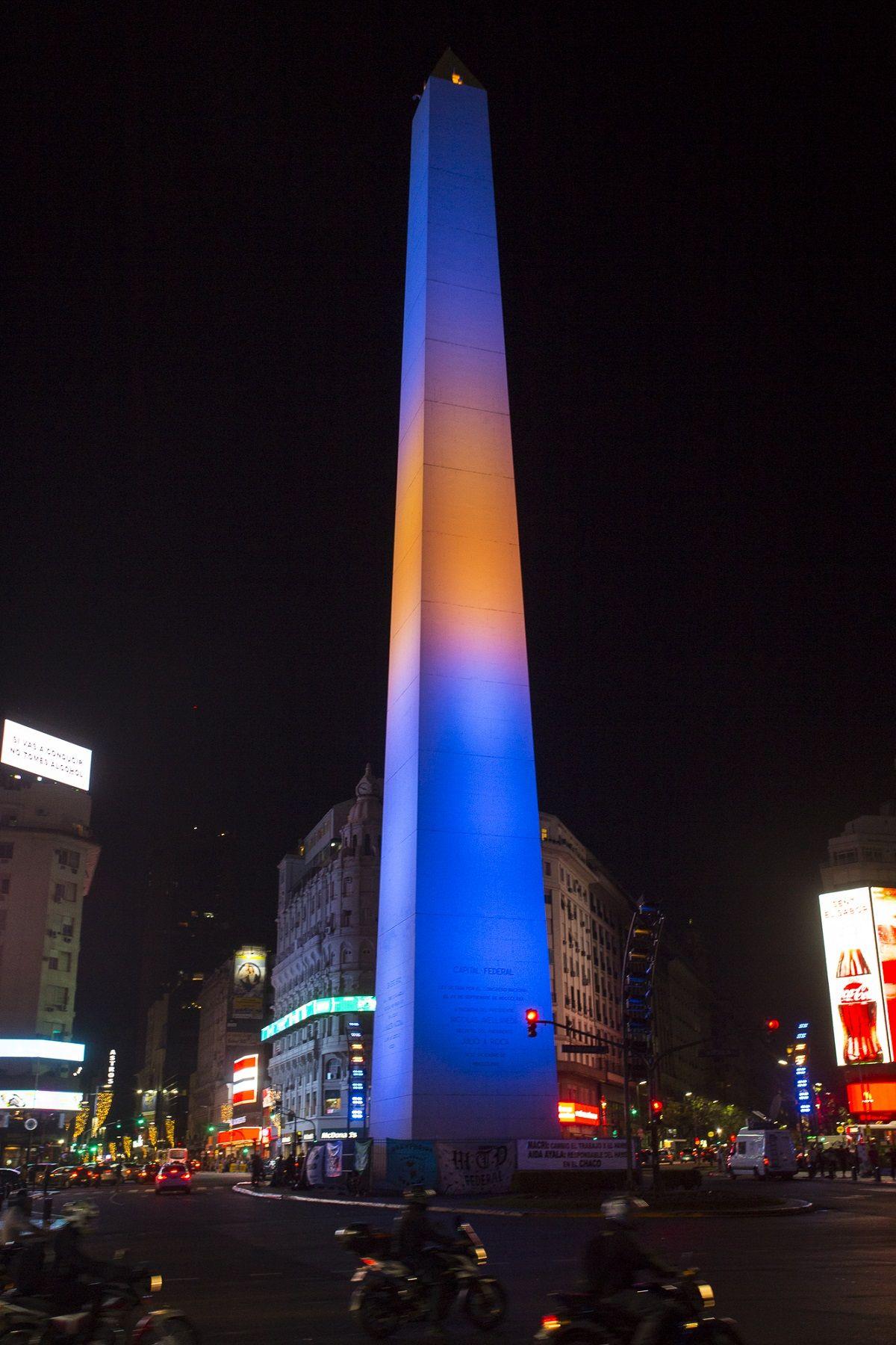 El Obelisco se iluminó con los colores de Boca