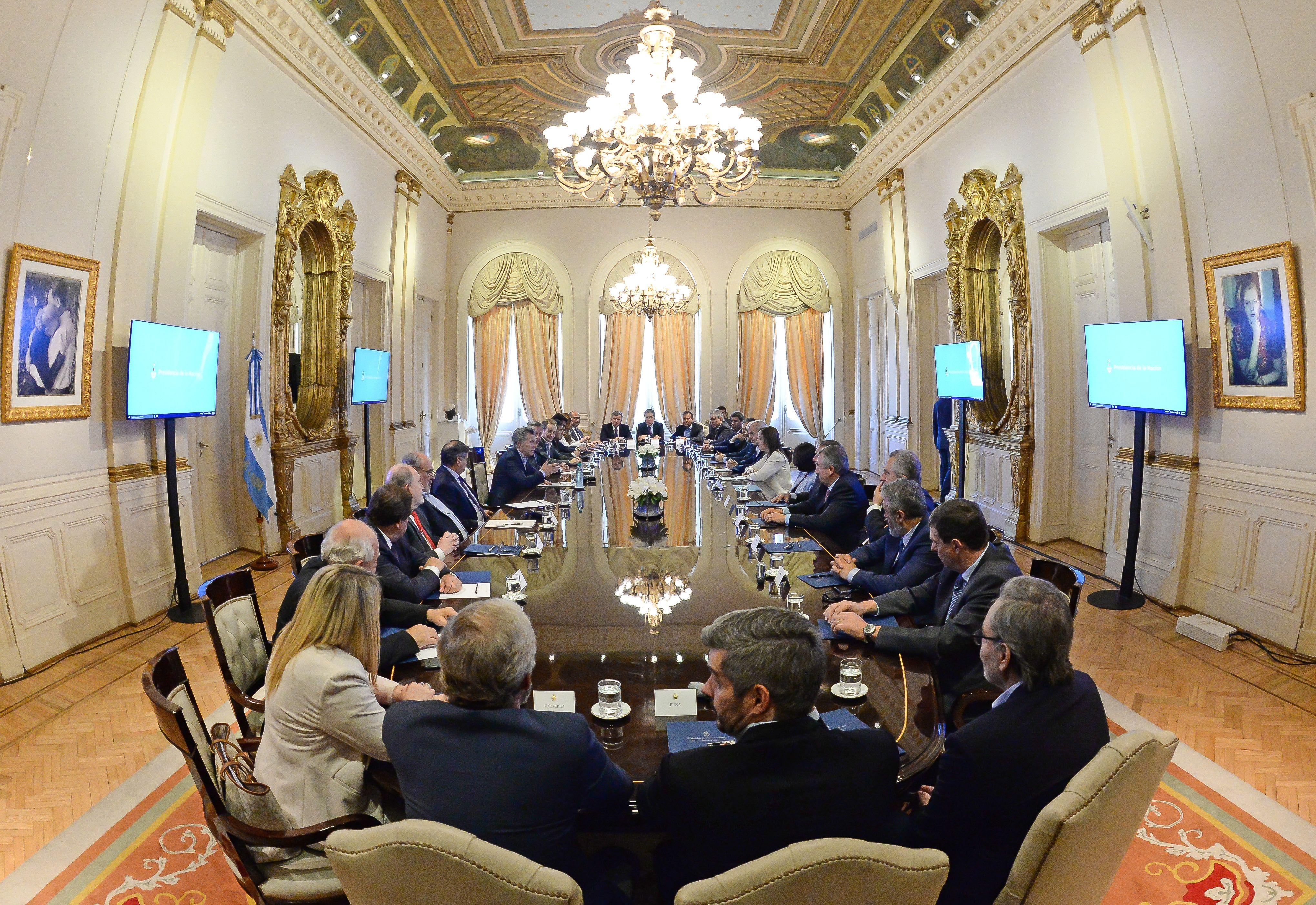 Macri no logra consenso con gobernadores pero asegura que están más cerca