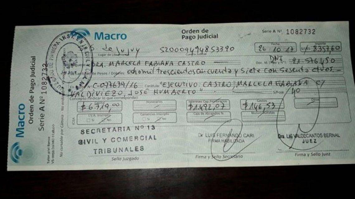Encontró un cheque en un colectivo y logró devolverlo por un posteo de Facebook