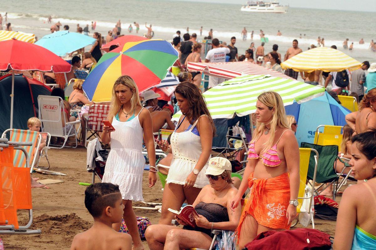 Más turismo, pero muy gasolero: este fin de semana largo, la gente optó por ir a casas de amigos o conocidos