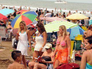 mas turismo, pero muy gasolero: este fin de semana largo, la gente opto por ir a casas de amigos o conocidos