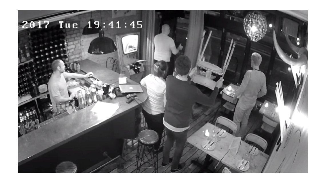 VIDEO: Quiso robar una computadora en un bar