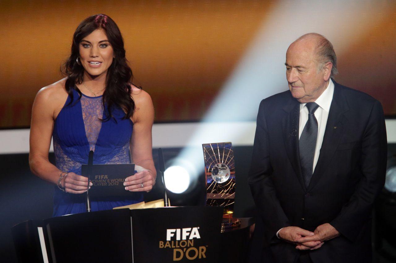 Hope Solo y Joseph Blatter