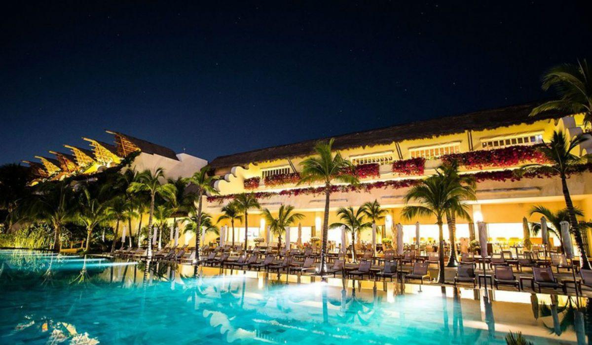 Al buscar el Hotel Grand Velas Riviera Maya salta el mensaje