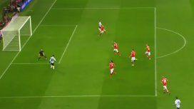 El Kun asistió y Messi hizo una genialidad: hubiese sido un golazo
