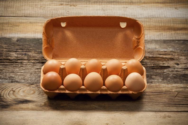 ¿Los huevos van en la puerta de la heladera?