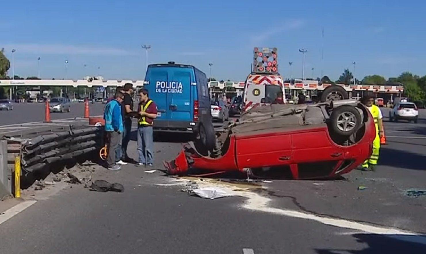 Choque y vuelco en la Autopista Perito Moreno: un gendarme muerto y otro herido
