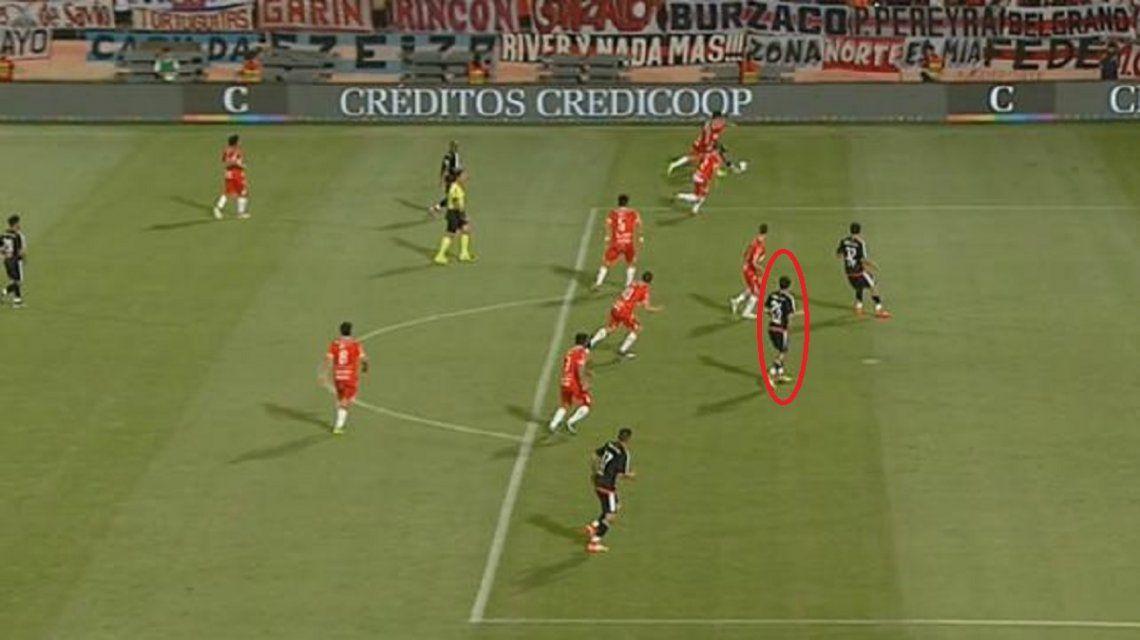 La imagen es clara: Nacho Fernández está adelantado.