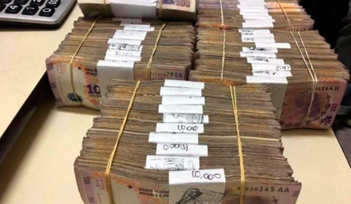 El dinero que fue encontrado en la caja fuerte de la comisaría