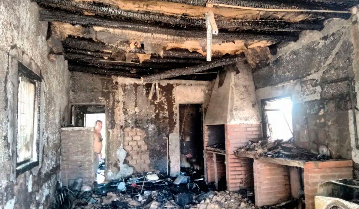 Así quedó parte de la casa incendiada