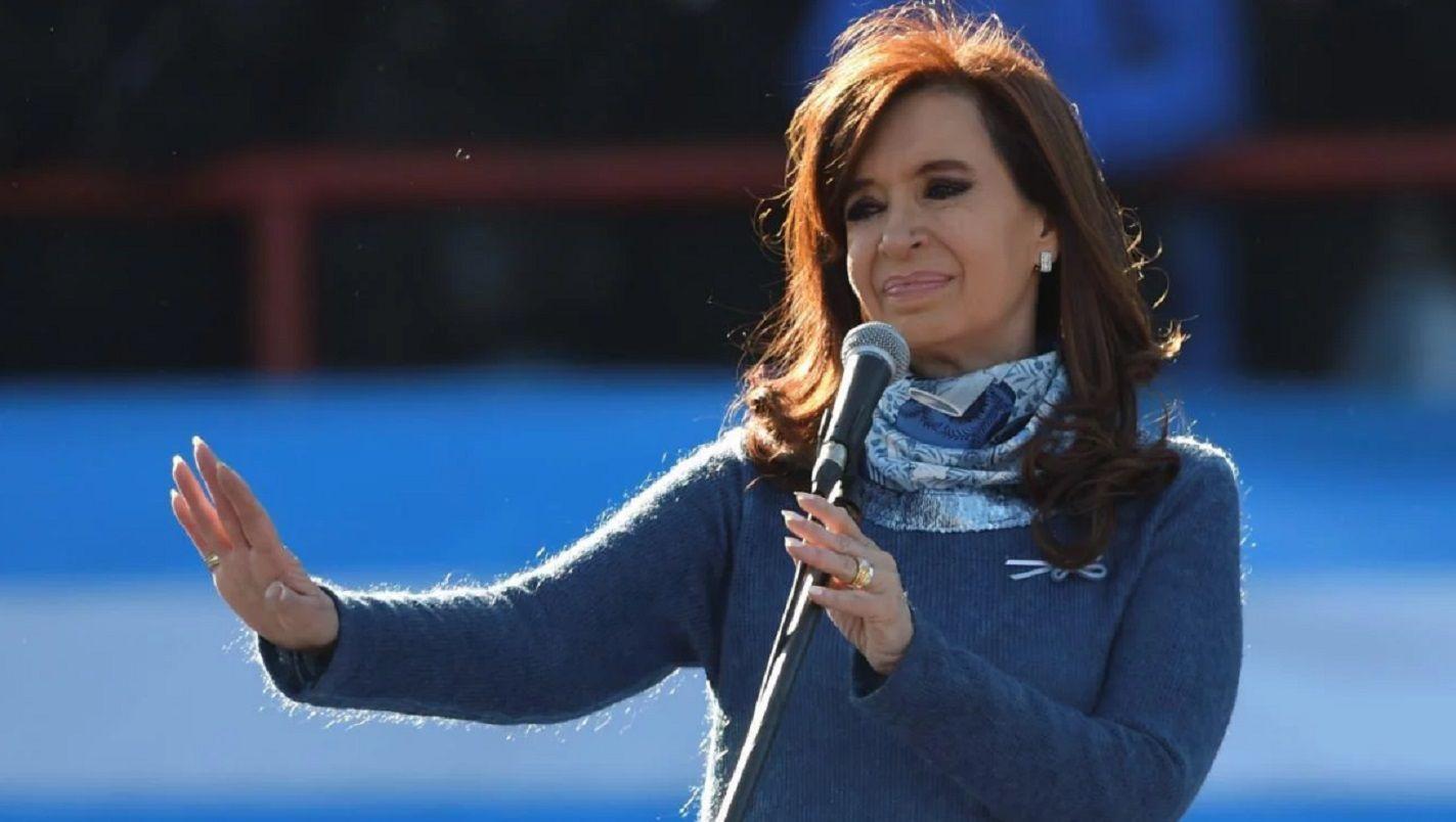 Cristina pospuso su gira europea por la jura en el Senado