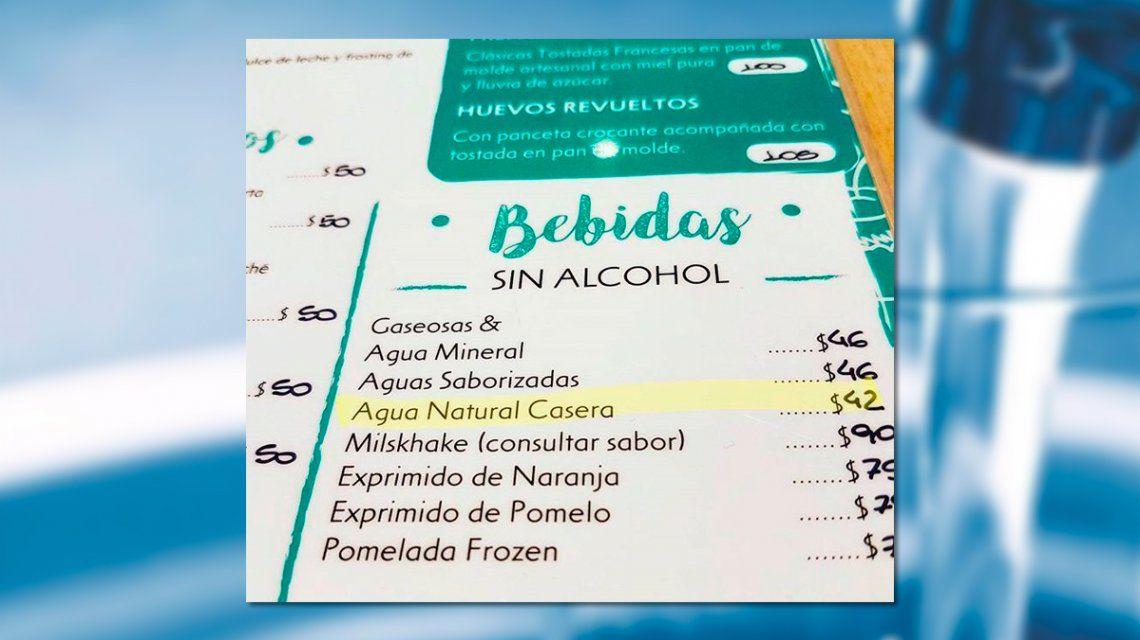 La receta detrás de la polémica agua natural casera que vende un bar de Palermo