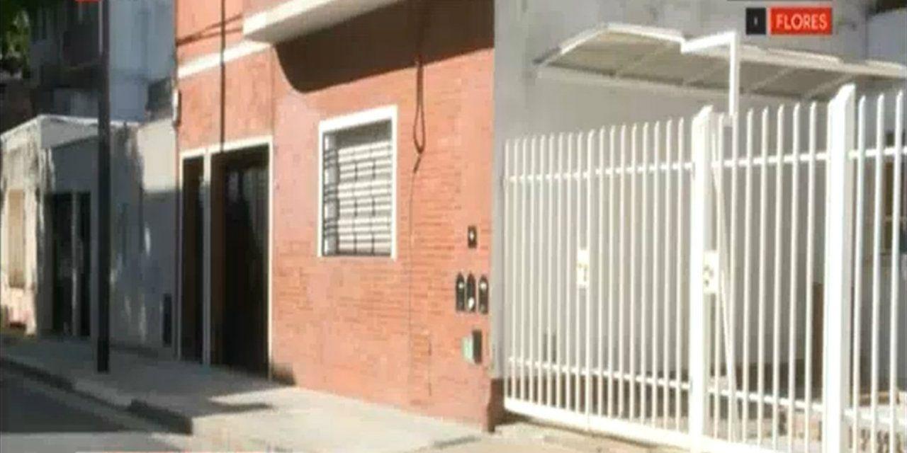 El hombre fue baleado en la puerta de su casa