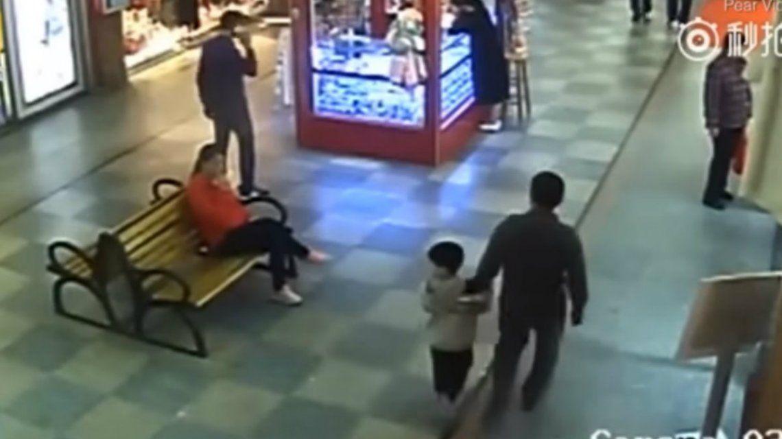 Creen que estaban por vender al niño de seis años a una pareja sin hijos