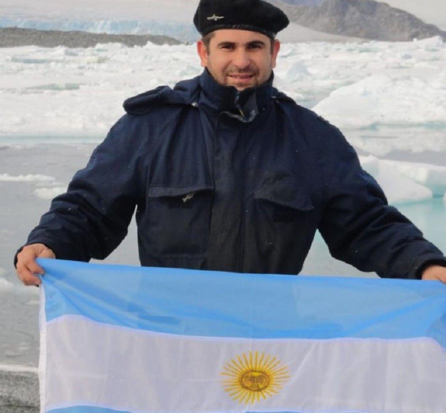 El hermano del maquinista del submarino desaparecido: Estoy confiado de que van a volver