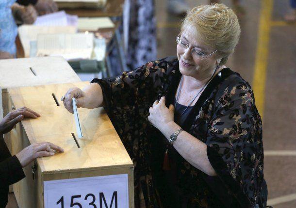 La presidente chilena, Michelle Bachelet, votó en las elecciones generales este domingo