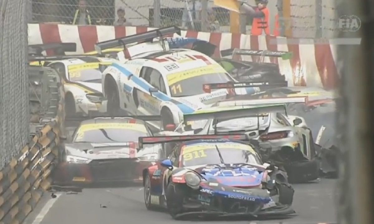 Espectacular choque de 16 autos en la Copa Mundial de la FIA