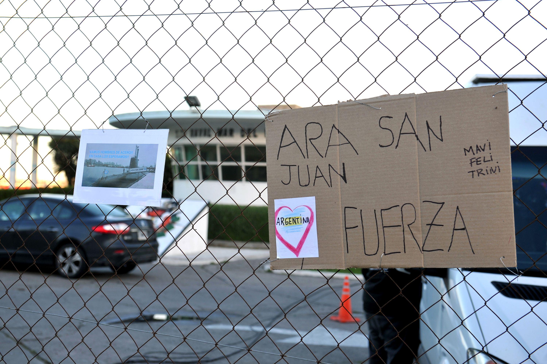 Carteles de apoyo a los tripulantes del submarino ARA San Juan
