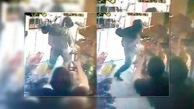 VIDEO: Comerciante se defendió de un asalto con el agua del mate