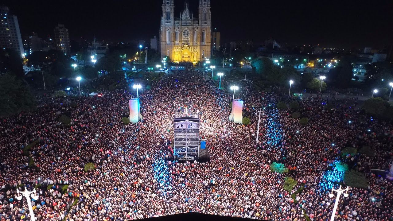 Más de 100 mil personas vibraron en un megashow por los 135 años de La Plata