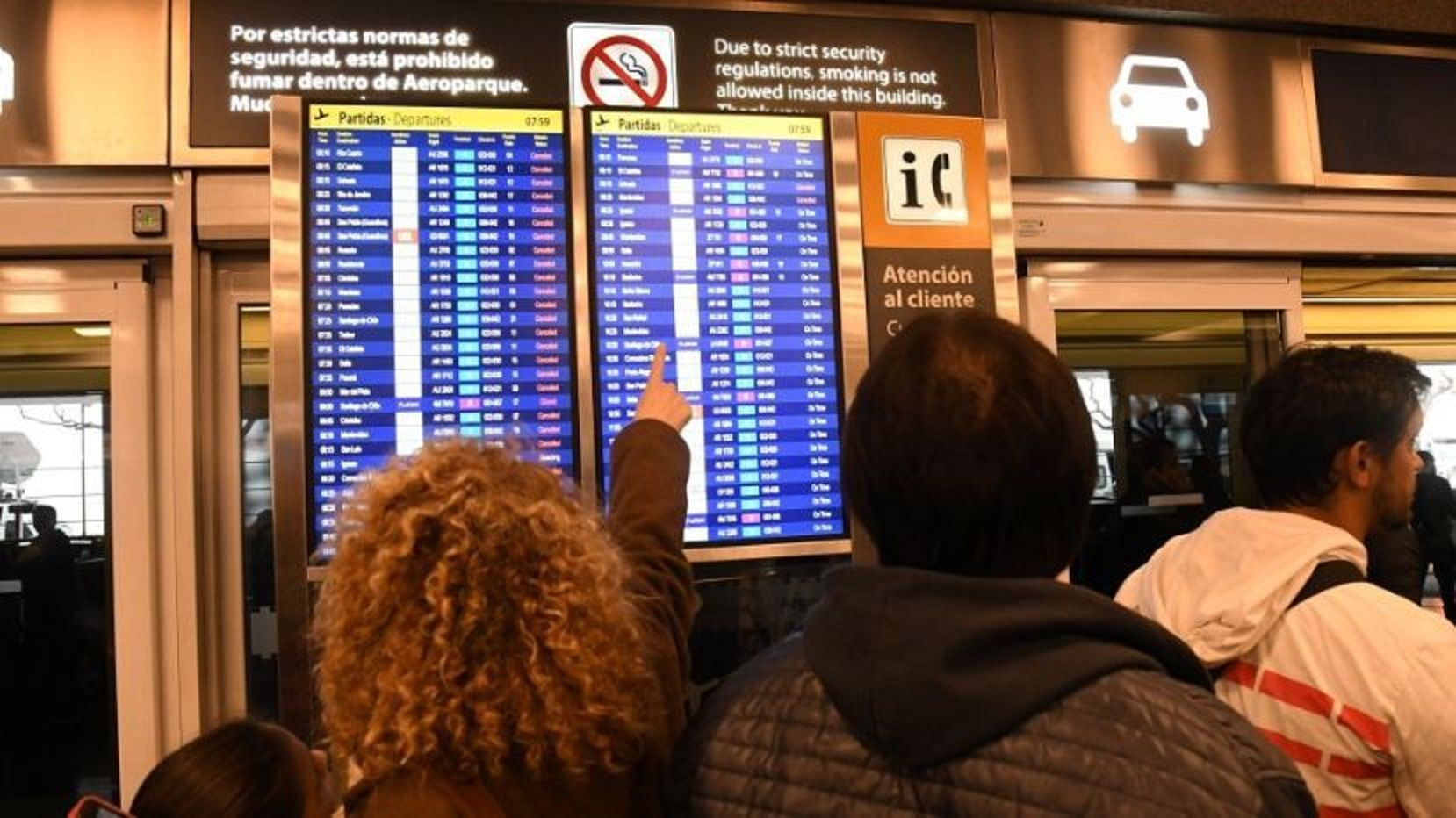 Cancelaron vuelos de Aerolíneas por protesta de pilotos y tripulantes