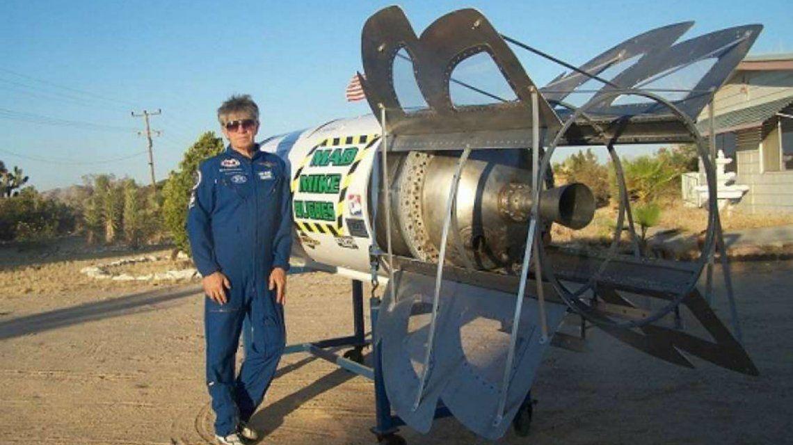 Hughes dice que la Tierra es plana y piensa probarlo