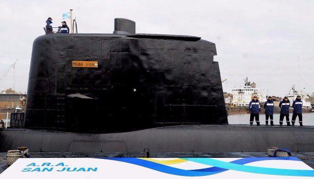 El ARA San Juan en amarrado a puerto<br>