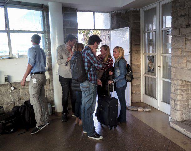 Las familias esperan en la base naval de Mar del Plata<br>