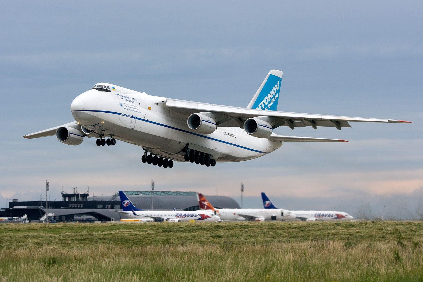 Llegó el gran avión ruso para colaborar en la búsqueda