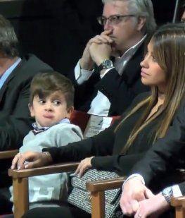 Thiago Messi, el pequeño diablito suelto en una entrega de premios