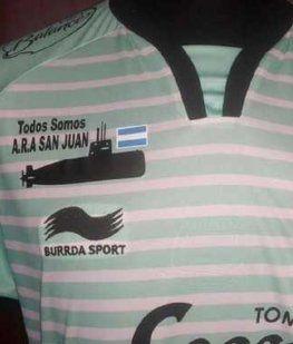 Colón salió a la cancha con una camiseta en honor al submarino ARA San Juan