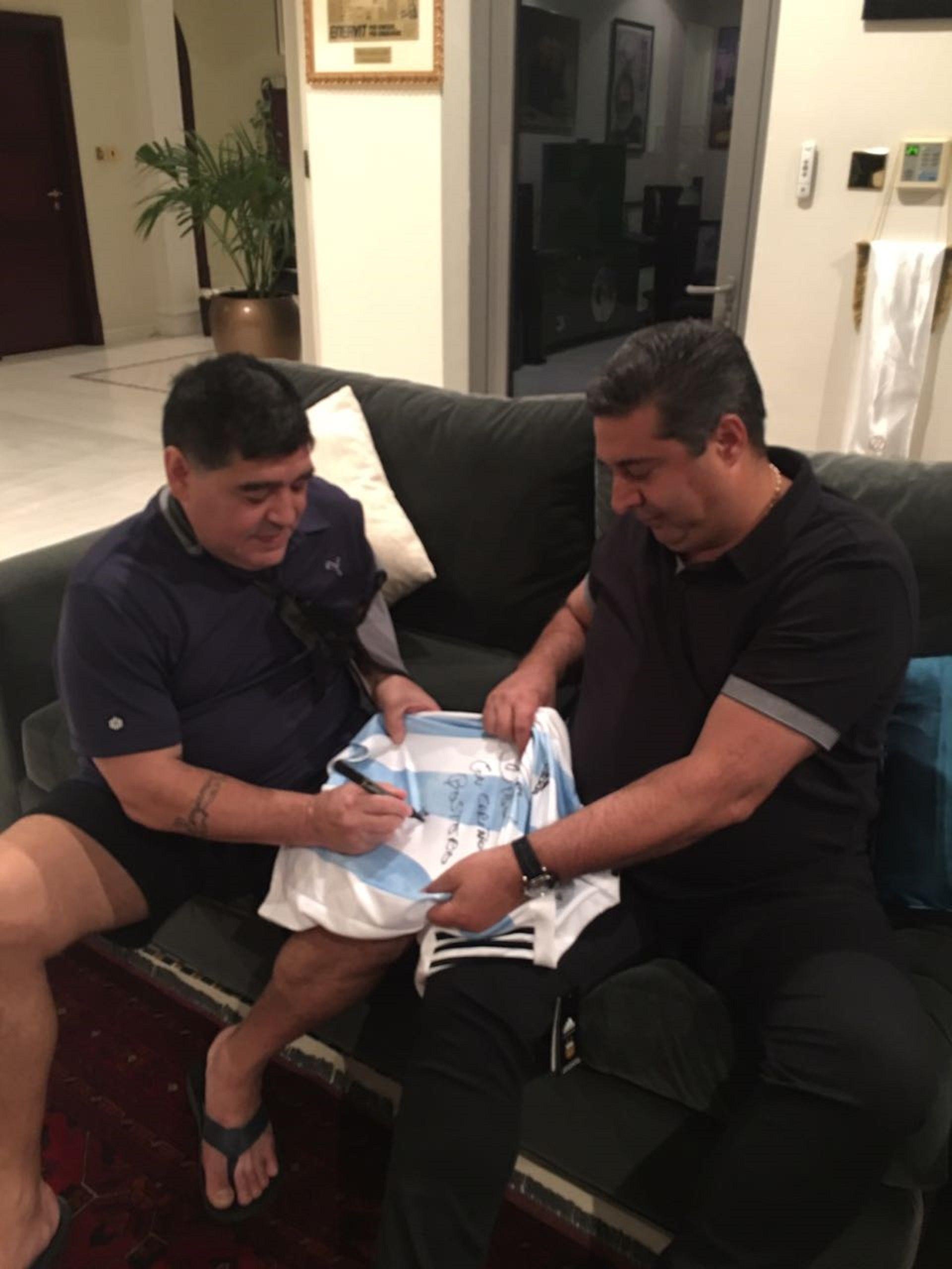 La camiseta de la Selección argentina que firmó Diego Maradona