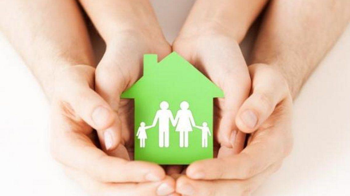 Buscan 240 familias para cuidar bebes que viven en hogares.