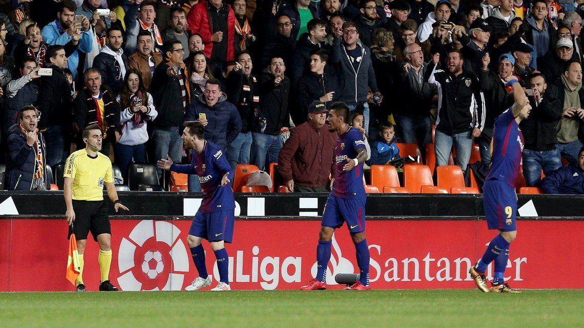 ¿Y el VAR?: al Barcelona no le cobraron un gol insólito y Messi explotó contra el árbitro