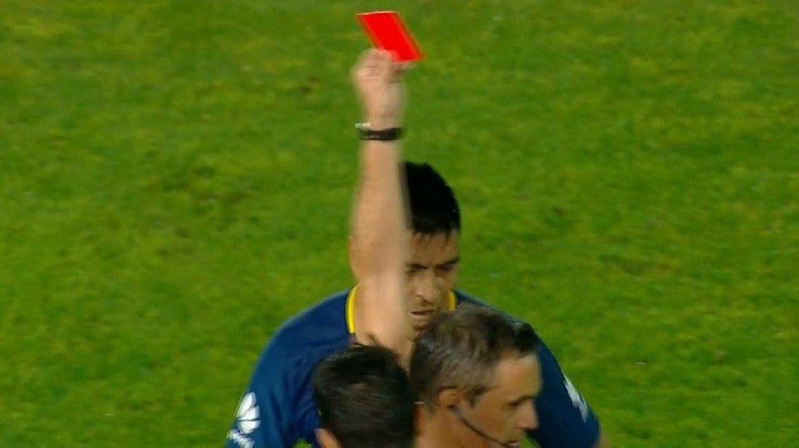 Paolo Goltz vio la roja por una jugada insólita