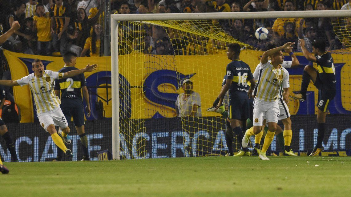 Marco Ruben celebrando el gol de la victoria del Canalla