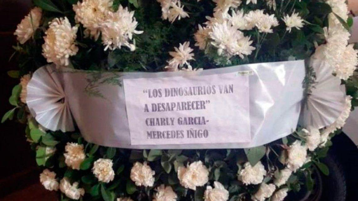 Charly García envió una corona de flores al velorio de Santiago Maldonado
