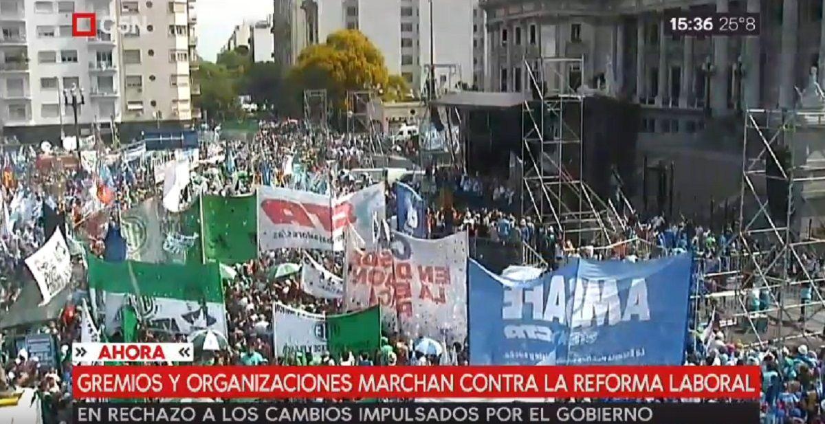 Multitudinario acto contra las reformas laboral, tributaria y jubilatoria de Macri