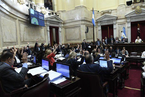 El paquete fiscal se aprobó con el aval de los senadores alineados con los gobernadores<br>