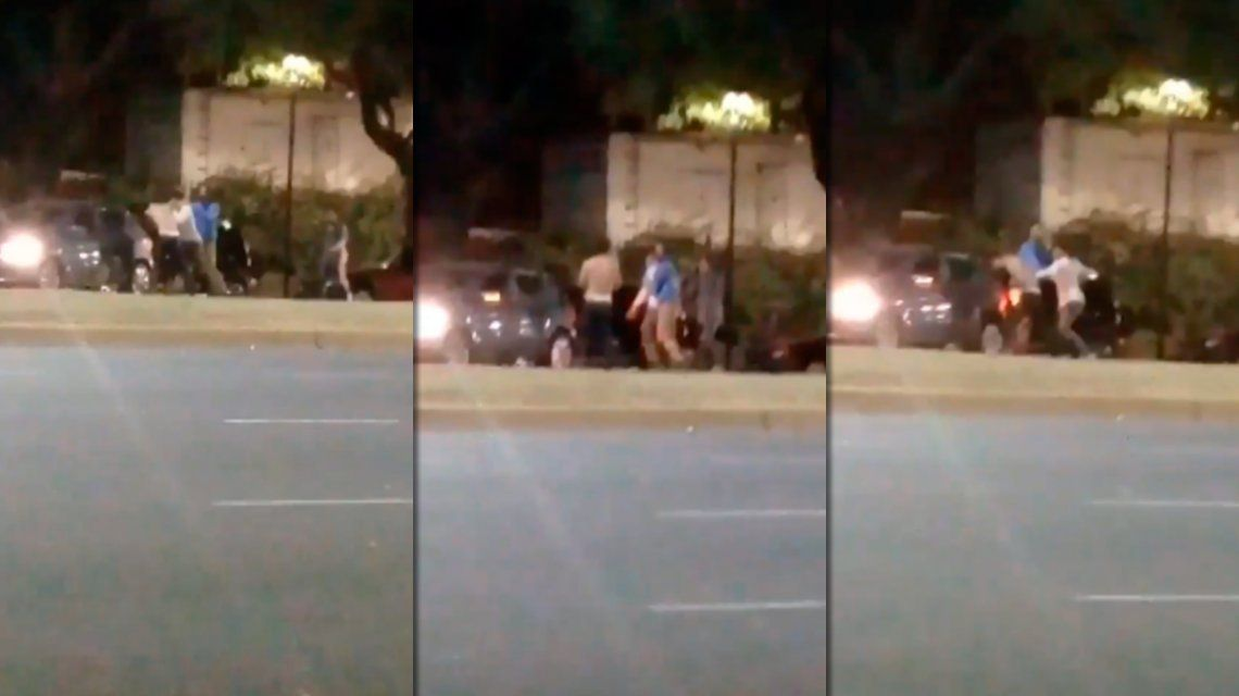 Compartían el auto, se bajaron en plena Avenida Libertador y terminaron a las piñas
