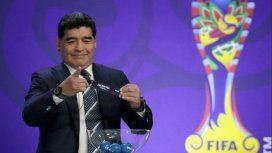 Diego Armando Maradona en el sorteo del Mundial Sub 20