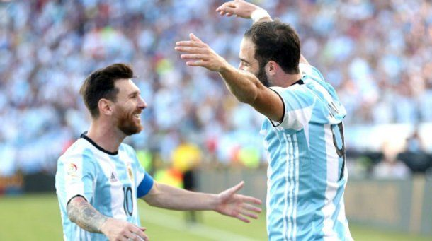 Messi e Higuaín en la Selección.
