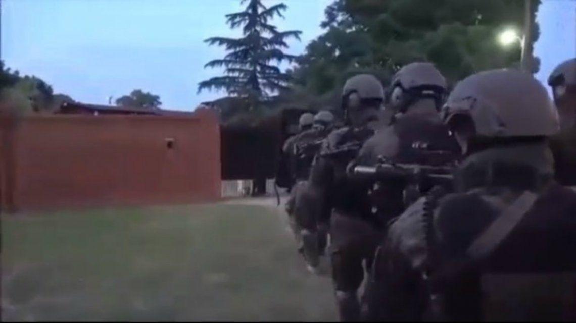 Dos policías resultaron heridos durante el operativo