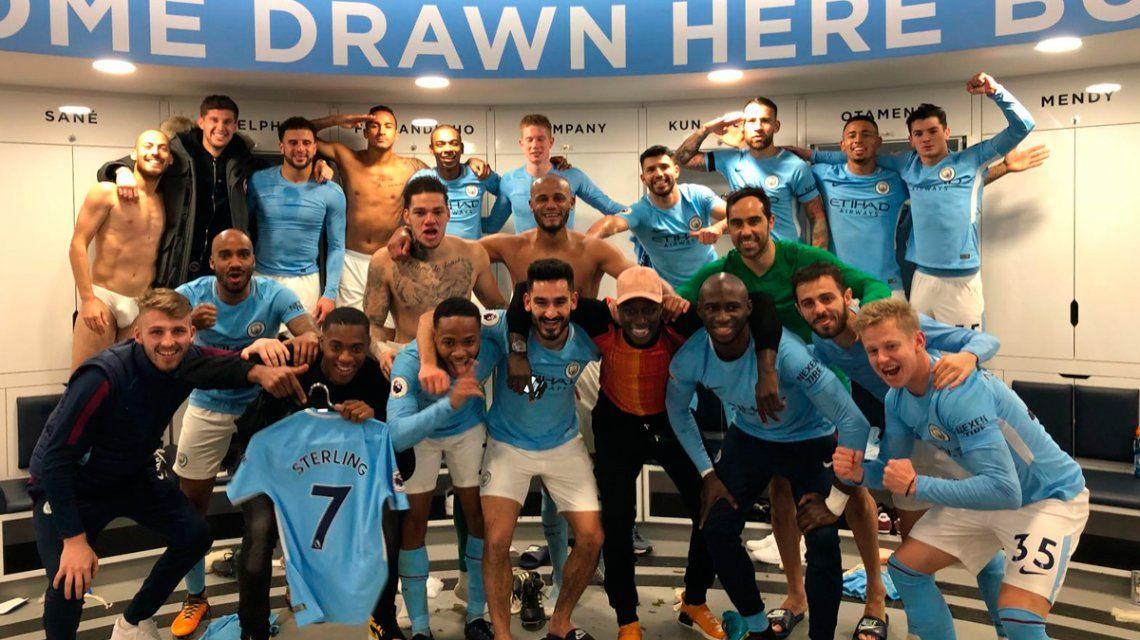 En ropa interior, David Silva se robó todas las miradas en el festejo del Manchester City